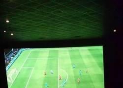 Enlace a Así es cómo se tendría que jugar al FIFA, en el cine