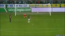 Enlace a GIF: Esto es lanzar un penalti con estilo