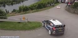 Enlace a GIF: Perfecta entrada en curva del Ford Fiesta WRC