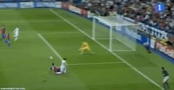 Enlace a GIF: Bale asiste y se la deja fácil a Cristiano para marcar y sentenciar el partido