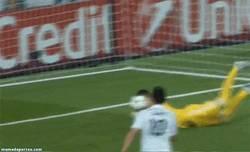 Enlace a GIF: Gol de James. 80 millones justificados