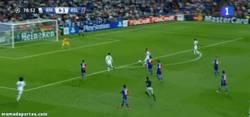 Enlace a GIF: Gol de Benzema, es estaba reservando para este golazo