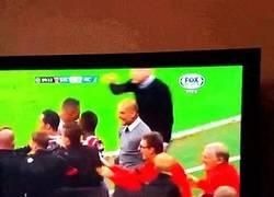 Enlace a GIF: Así celebró Guardiola el gol del Bayern en el último minuto