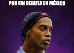 Enlace a Mal debut de Ronaldinho en México