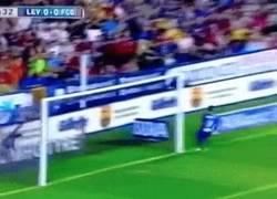 Enlace a GIF: Gol de Neymar tras asistencia de quién si no, de Messi