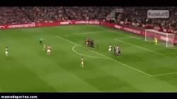 Enlace a GIF: ¡Golazo de Alexis de falta!