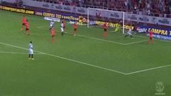 Enlace a GIF: Primer gol de Deulofeu con el Sevilla en Liga
