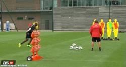 Enlace a GIF: Balotelli al menos marca en los entrenamientos