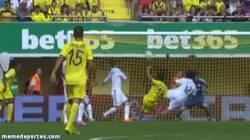 Enlace a GIF: Marcelo sacando un balón a lo karateka