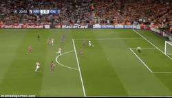 Enlace a GIF: Gran pase de Alexis y gol de Welbeck