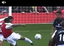 Enlace a GIF: 14 años del mítico gol de Henry