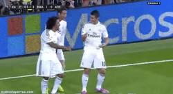 Enlace a GIF: Celebración de Cristiano, James y Marcelo