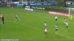 Enlace a GIF: Primer gol de Villa con el Melbourne City
