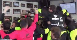 Enlace a GIF: Reacción de los jugadores del @SDHuesca al saber que el Barça será su rival en la Copa del Rey