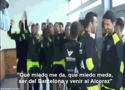 Enlace a GIF: Los cánticos de los jugadores del Huesca tras el sorteo de la Copa del Rey
