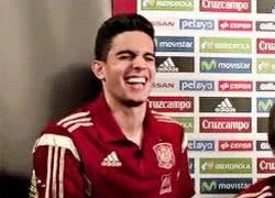 Enlace a GIF: Bartra acaba de enterarse de la lesión de Bale y que se perderá el clásico