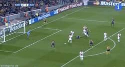 Enlace a GIF: Tremendo jugadón de Messi que por poco no acaba en gol