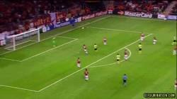 Enlace a GIF: El gol de Reus merece ser visto de nuevo desde otra perspectiva