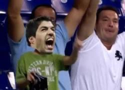 Enlace a GIF: Luis Suárez ya es libre tras 4 meses