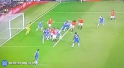 Enlace a GIF: El gol de Van Persie que empataba el partido en el 94