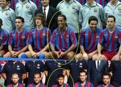 Enlace a Neymar imitando el famoso gesto de Ronaldinho en la foto oficial