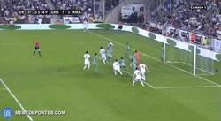 Enlace a GIF: Segundo gol de Varane que está que se sale