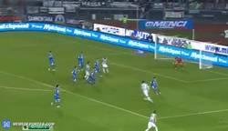 Enlace a GIF: Golazo de Morata con la Juve
