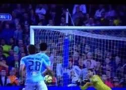 Enlace a Espectacular paradón de Sergio a un gran disparo de Suárez