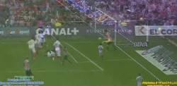 Enlace a GIF: ¡Golazo de volea de Aduriz contra el Sevilla!