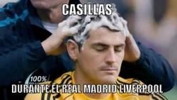 Enlace a Casillas ayer contra el Liverpool