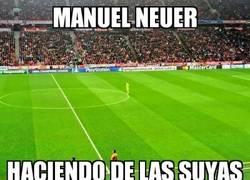 Enlace a Neuer haciendo de las suyas