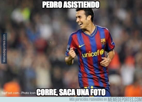407997 - ¡Pedro asistiendo a Messi!
