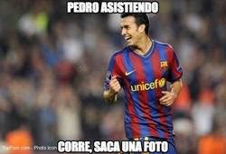 Enlace a ¡Pedro asistiendo a Messi!