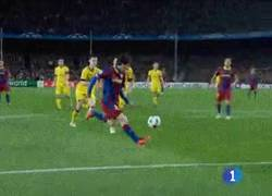 Enlace a GIF: El mejor de los 71 goles de Messi en Champions