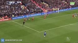 Enlace a GIF: Gol del 'lesionado' Diego Costa al Liverpool