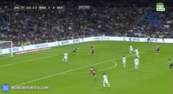 Enlace a GIF: Gol de Bueno tras fail de James