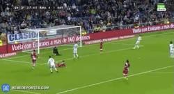 Enlace a GIF: Cantada de Álvarez y gol de CR7