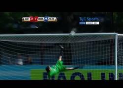 Enlace a VÍDEO: Espectacular parada de chilena en la segunda división del futbol argentino