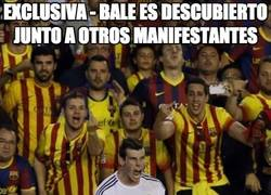 Enlace a EXCLUSIVA - Bale es descubierto junto a otros manifestantes
