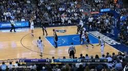 Enlace a GIF: Y con este tiro, Nowitzki se ha convertido en el no estadounidense con más puntos en la NBA