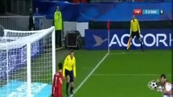 Enlace a GIF: Salta la sorpresa, gol de Mavraj que adelanta a Albania ante Francia
