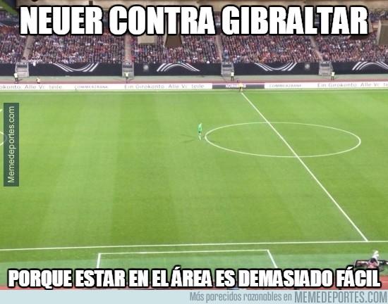 411425 - Neuer contra Gibraltar, todo su campo para él solito
