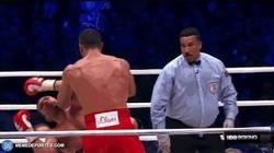 Enlace a GIF: Y con este terrible KO Klitschko sigue siendo campeón de los Pesos Pesados