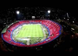 Enlace a VÍDEO: Pedazo de mosaico circular desplegado en Medellín para celebrar el aniversario del equipo