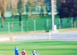 Enlace a GIF: ¿Recordais a Hachim Mastour? ¿El joven de 16 años del Milan? Golazo para enmarcar