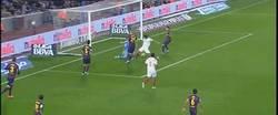 Enlace a GIF: Jordi Alba provoca el 1-1 con un autogol