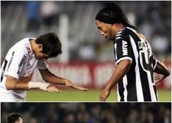 Enlace a Lo hizo con Ronaldinho y ahora con Messi. Neymar reconoce a sus ídolos