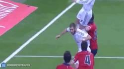 Enlace a GIF: ¿Messi supera a Raúl? Pero Cristiano salta más