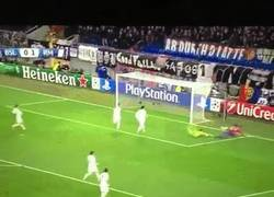 Enlace a GIF: Gracias a este paradón de Keylor Navas el Madrid consigue 15 victorias seguidas.