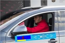 Enlace a GIF: Thomas Vermaelen recibe su Audi adaptado